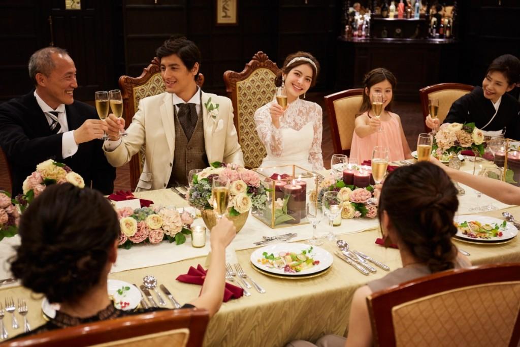 少人数でも会食ではなく、しっかりと挙式と披露宴がしたいけどあまりお金をかけられない・・・<br /> 両親に結婚式を挙げて欲しいと言われたけれど、そんなに乗り気がしない・・・<br /> そんなお二人にぴったりなシンプルプラン登場。<br /> 2018年1月1日以降1月31日までにお申込み手続きで<br /> 大人39名以下でご婚礼をされる方対象!<br /> <br />
